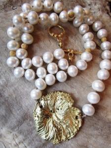 Ocean_Flower_with_Pearls